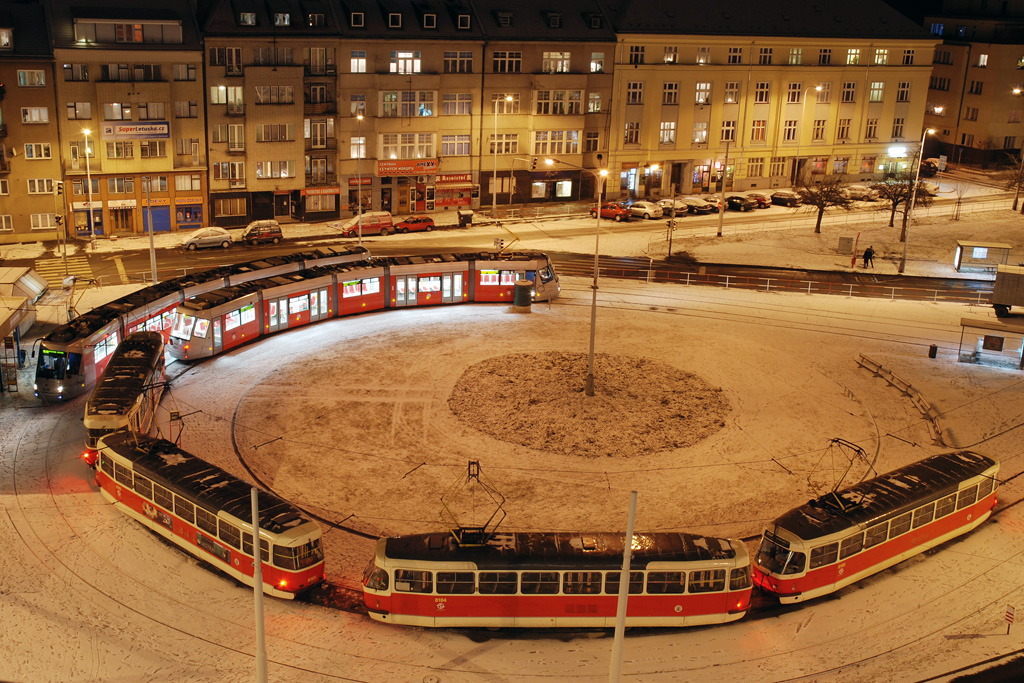 Прага, трамвай Tatra T3R.