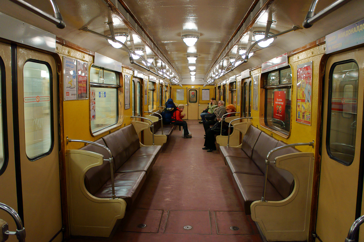 зачем новые вагоны в метро санкт петербурга фото окна