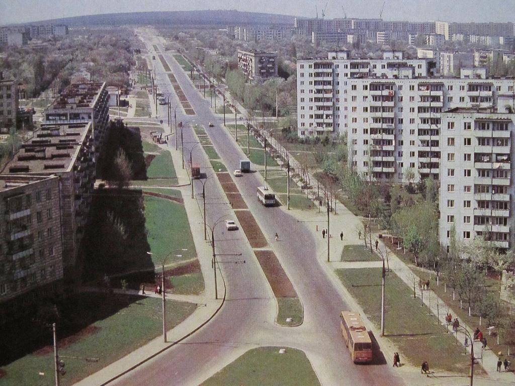 том, старые улицы кишинева фото кадре она