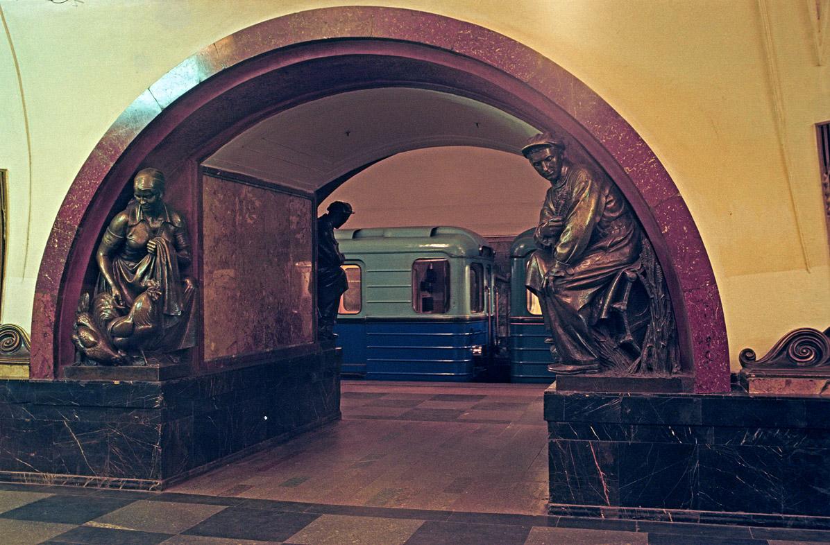 разрешенных телефонов вход в метро площадь революции фото счет этого изображение