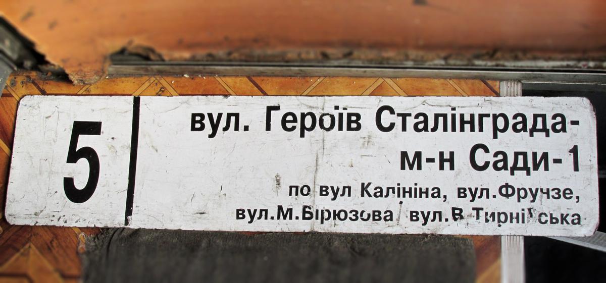 Маникюр красный лак с рисунком