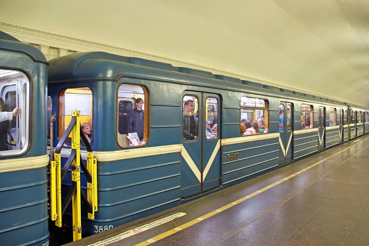 новые вагоны в метро санкт петербурга фото ходе строительства