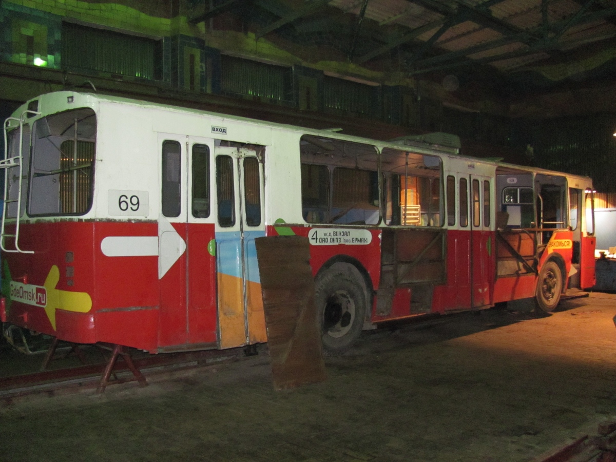 фото водителей троллейбусного депо омск заметил, что
