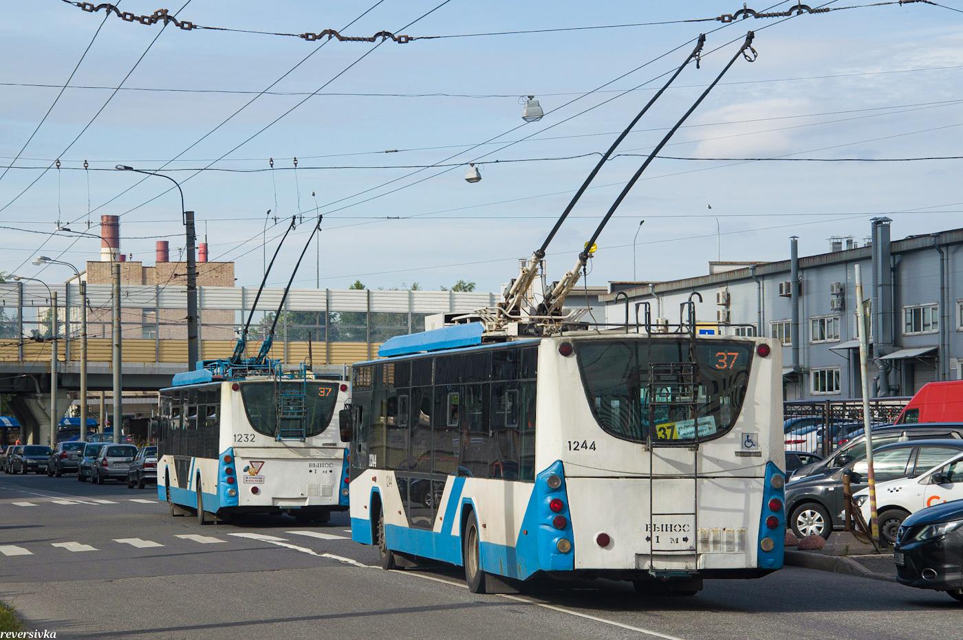 картинки в трамвае один поздравляет вас главным